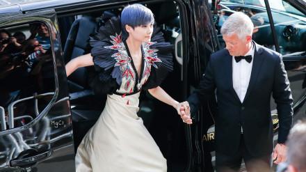 李宇春和外国老头结婚? 真相令人哭笑不得