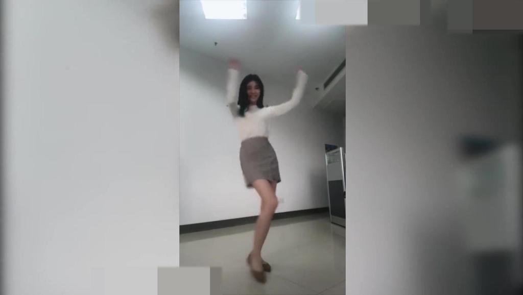 性感迷人的女白领热舞C哩C哩