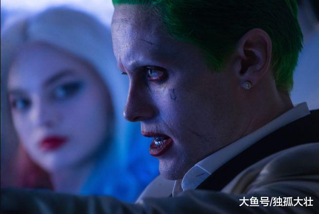 DC电影《小丑》剧照曝光, 中年小丑的魅力与众不同, 你怎么看?
