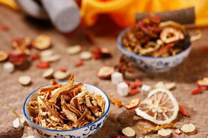 湿气重的女人, 常喝3种茶, 能排毒祛湿, 第3种还能提高免疫力!