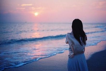 快乐的时候, 你听的是音乐。难过的时候, 你开始懂得了歌词
