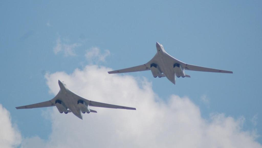 50架最强轰炸机加紧建造, F-22都追不上, 一次可发射600枚核弹!