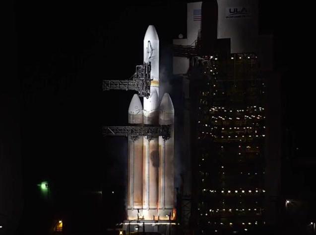 嫦娥4号发射后不久, 美国火箭发射遭遇故障, 火箭冒浓烟