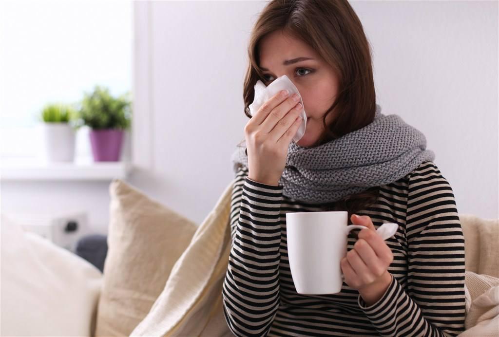 产妇感冒了, 还可以给宝宝继续母乳喂养吗?