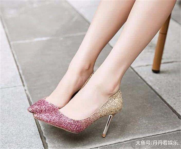 細高跟鞋的設計,營造出小腳視覺效果