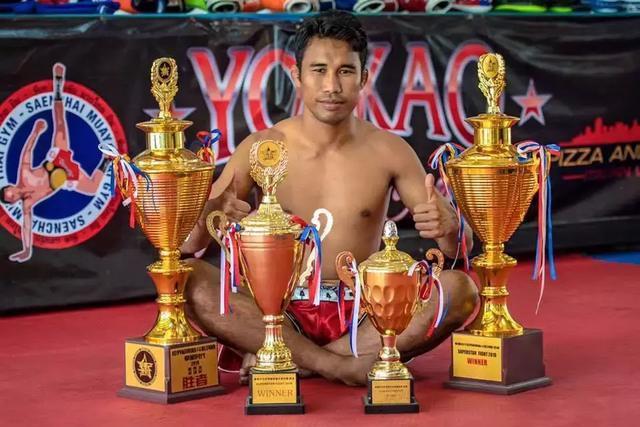 """谁是""""泰国最硬男人"""""""