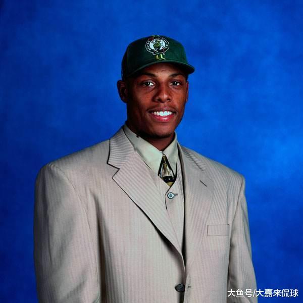 皮尔斯1998年选秀只排第10顺位, 前九人在联盟混的都怎么样?