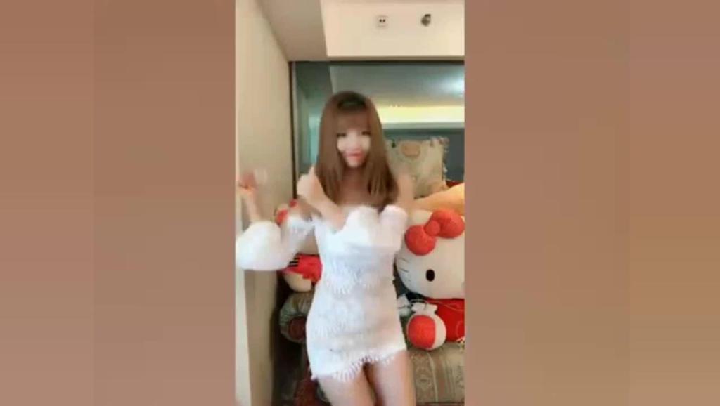 小姐姐闺中热舞, 白色长裙也太好看了
