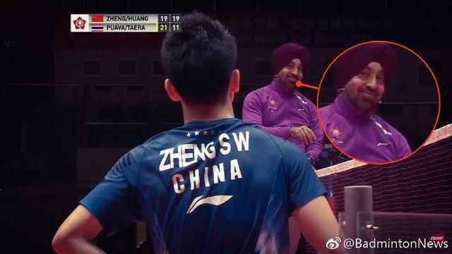 太逗了! 看到国羽金牌组合机遇球扣飞后, 主裁的脸色居然是如许的