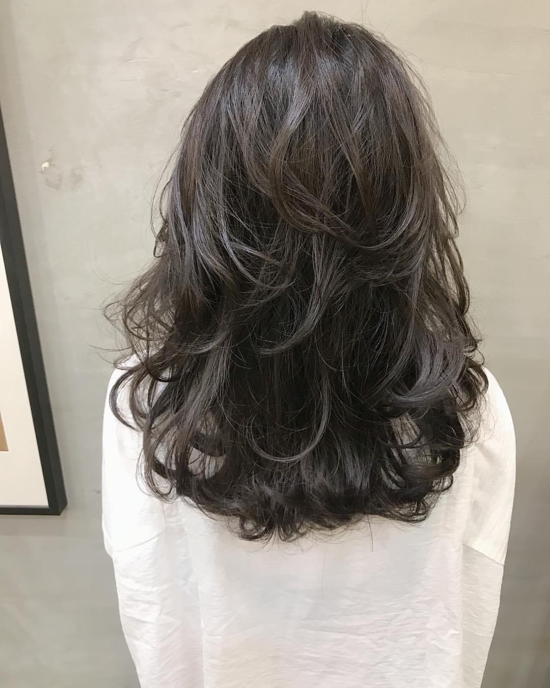 烫发就老气了吗? 慵懒系微卷发时尚又减龄, 长发女神