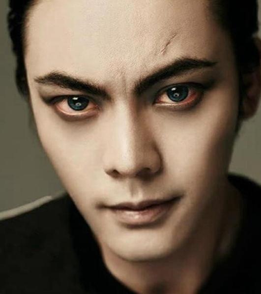 """""""吸血鬼""""陈伟霆也太凶猛了吧, 比起他, 吴亦凡可是潮范儿十足!"""