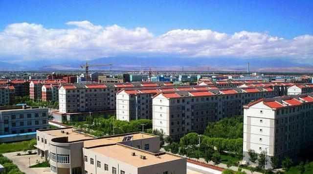 这座神奇的城市位于沙漠, 却面朝大海, 里面还居住着几十万华人