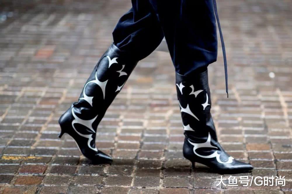 干练帅气的牛仔靴回来了引领冬日的靴子潮流