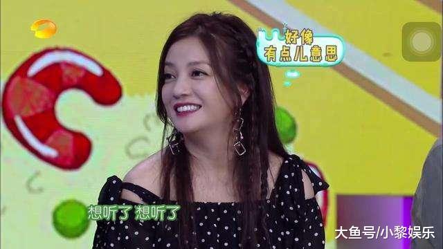 从坐姿就能看出赵薇的性格, 圈中敢这么坐的女星也只有她了!