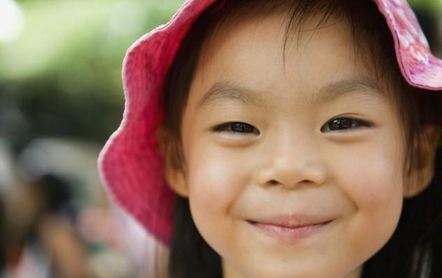 6岁女孩无故咳血, 送到医院后父亲吓瘫! 当场暴打妻子