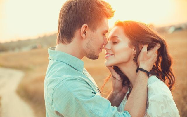 这3个瞬间紧紧抱住你的男人, 说明他是真的很爱你