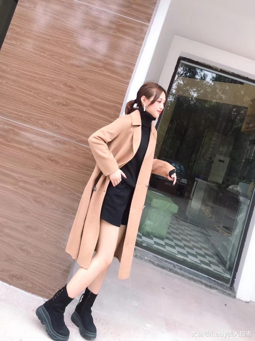 颜值超高的羊羔绒外套! 高领毛衣+过膝靴, 这身搭配好看到没朋友