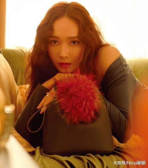 郑秀妍离开少时越来越会穿,一袭波点连衣裙,女人味都溢出屏幕了