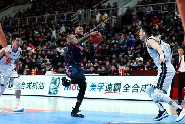 辽宁男篮的锋线让广东打出了本型, 那两位小将无望成为救世主