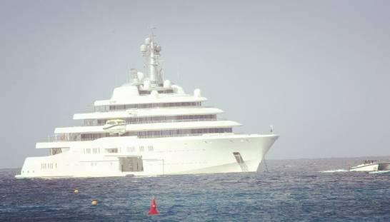 阿布乘12亿镑游艇出游, 脸色沧桑尽隐老态