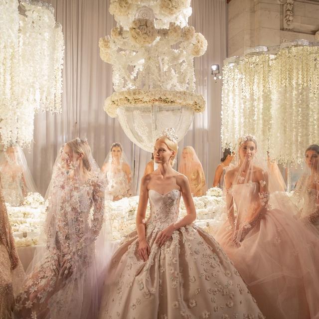 2019秋季ReemAcra婚纱充满着梦幻,圣洁,承载着幸福的憧憬