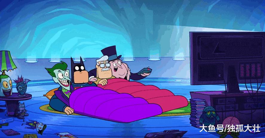 蝙蝠侠最好的朋友到底是谁? 当然是一起看电视的戈登局长了!