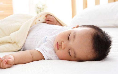 这个睡姿的宝宝将来身高和颜值都不会低, 宝妈可要用心哦