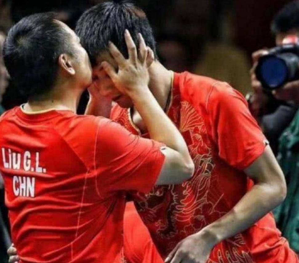 国乒最快年夜谦贯冠军, 堕入热恋, 曾传和刘国梁抵触现在复出