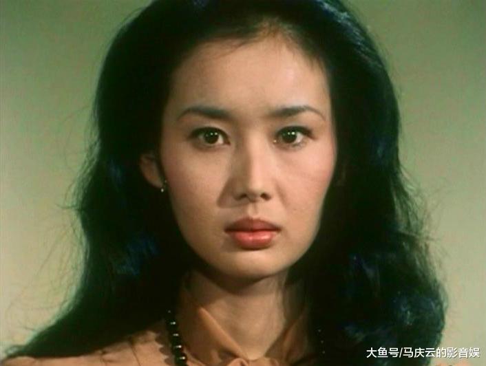 这位日本女星两场戏轰动整个中国, 成名后帮我们建希望小学