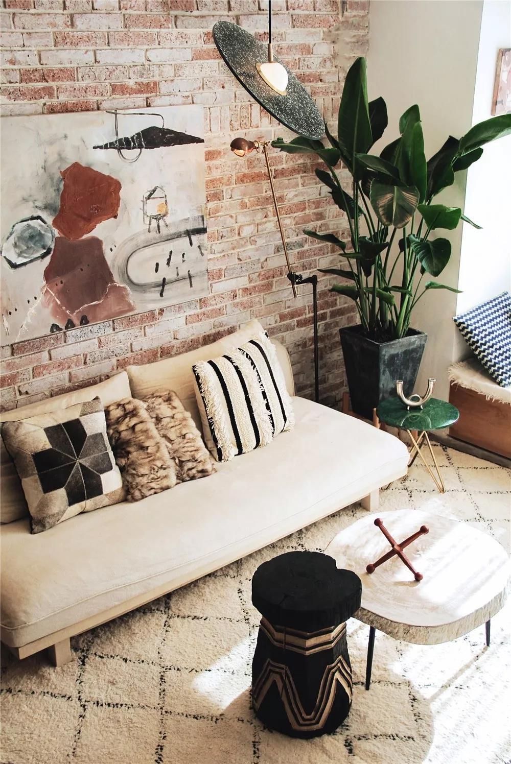 计划师为本身计划的家,养眼又真用!沙发配景墙明了!
