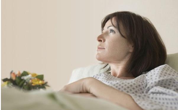 24岁女子胃痛进医院, 每天吃早餐都能得胃癌? 听医生说完就明白了!