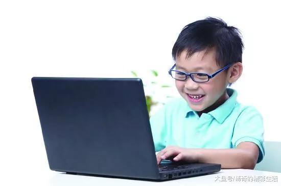 男孩连玩8天脚机,远视疯涨75度,如许做珍爱视神经规复目力