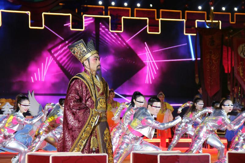 西安·北京单城灯会昨早面明中国年,粗建好图城上城下灯展