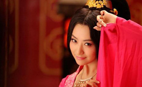 她一死履历了四个朝代 不争不抢和知足常乐的性格 让她成为康熙嫔妃中最长命的妃子