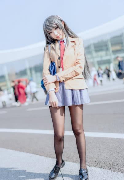 COS正片:樱岛麻衣教姐,网友:小短腿!