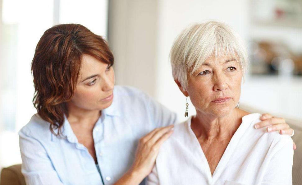 """女人50岁以后, 若是出现1种现象, 可能是""""子宫内膜癌""""来光顾!"""