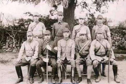 """少年参军,曾暴打""""钢军""""板垣师团,厥后却屈膝投降日本人"""