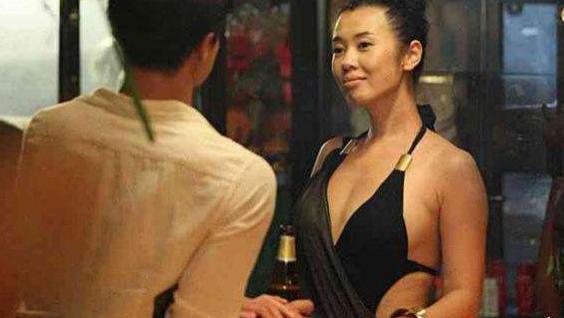 黄渤曾被她吻到害羞,和导演同居12年分手,今身价过亿韵味十足