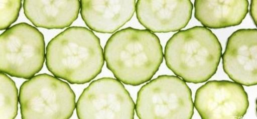 用黄瓜如许敷脸,不出半月,皮肤又白又老
