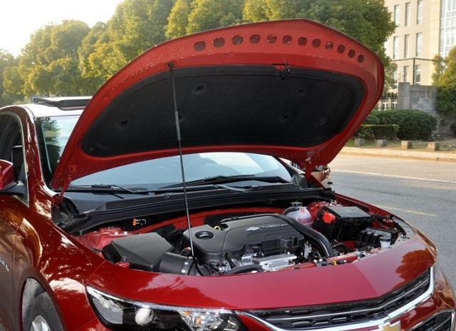 从18万跌至13万, 那B级车比迈腾年夜气, 配1.8L混动, 油耗4.3L!