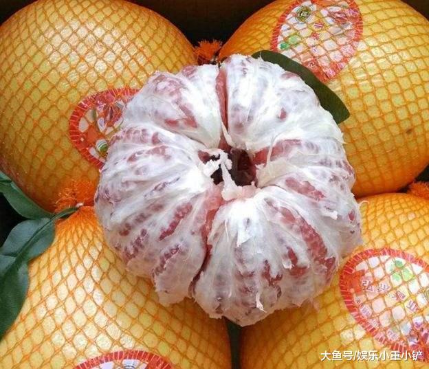"""柚子挑尖的照样圆的?老果农:切记""""3面"""",包管一挑一个苦"""