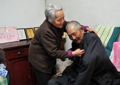 """老人抗癌成功活到87岁, 可能和""""一句话、2种菜""""有关, 不妨一看"""
