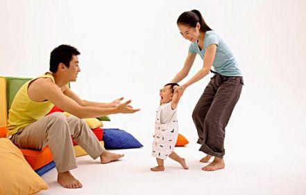 1岁宝宝学走路 教你怎么挑鞋