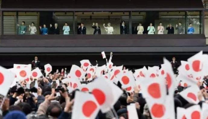 俗子妃时隔16年,列席新年祝愿仪式,最初一次用太子妃身份贺年