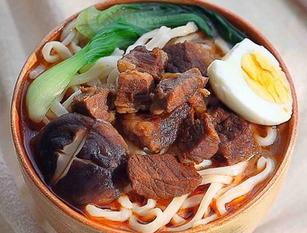 红烧牛肉里家常做法, 简略易上脚香浓又进味, 便连汤汁皆那么好喝