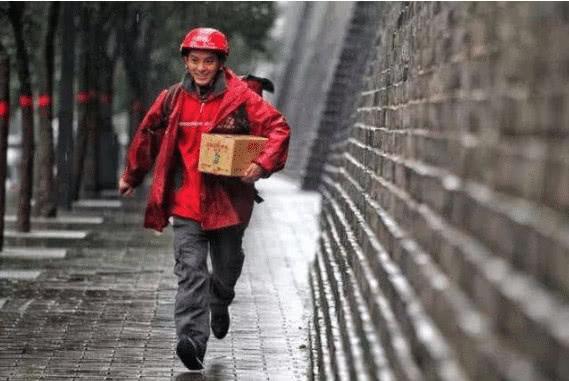 """刘强东曾""""答应"""":干够5年就买房!如今001号快递员买了吗?"""