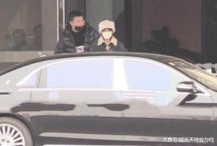赵丽颖孕期携夫出止, 有谁注重到了冯绍峰的行为? 网友曲呼揭心!