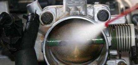 猛踩油门其实不能有效消灭积碳,维建徒弟教您一招,如许做最有效!