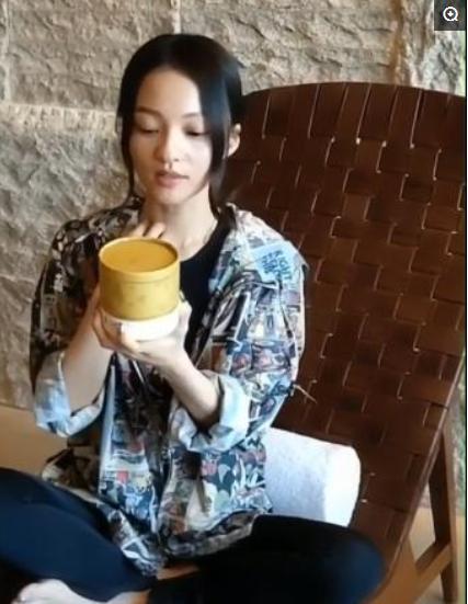 张韶涵晒出用了3年的里霜, 张嘉倪: 已用3年, 网友: 仄价爱马仕!