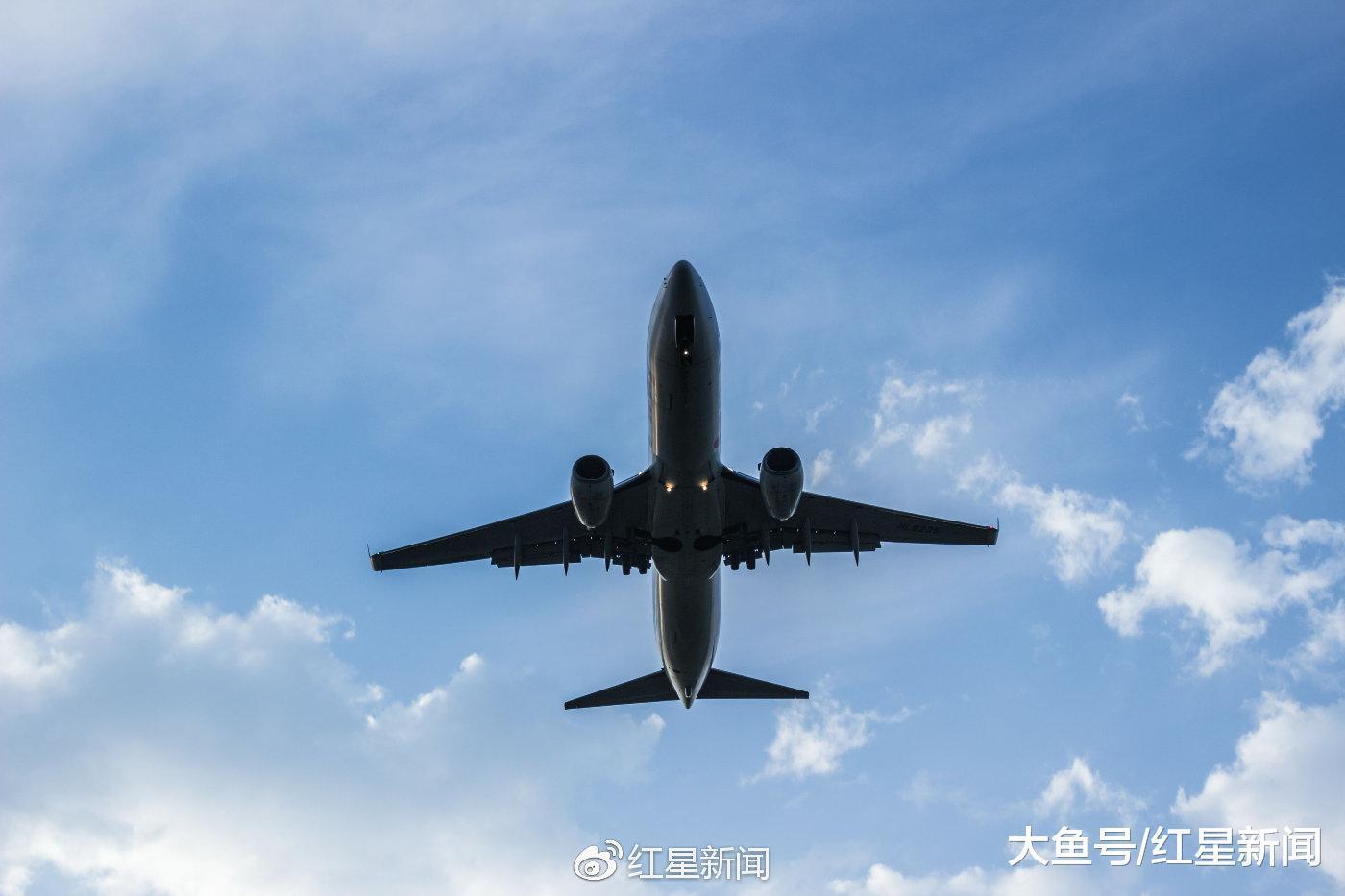 """4千元买11万的机票 国泰航空自贴""""从小就学会错就要认""""标签"""